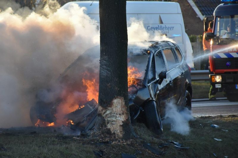 Auto in brand na ongeval-3