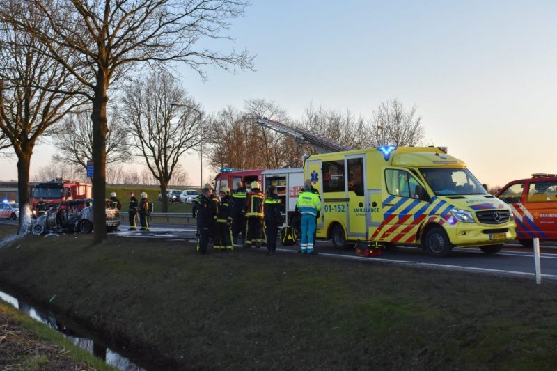 Auto in brand na ongeval-5