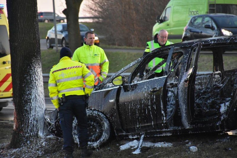 Auto in brand na ongeval-7